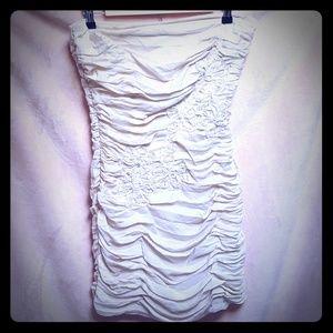 🌴 Strapless antique ivory dress